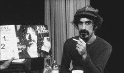 Filmreview: Frank Zappa – Eat That Question